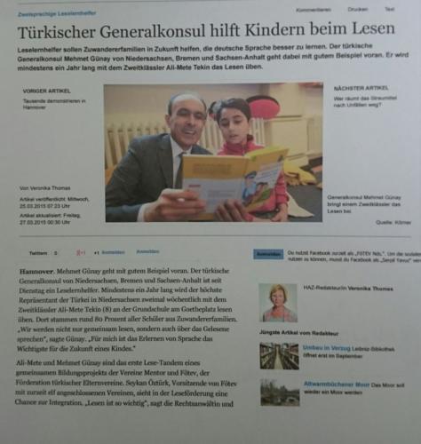 Türkischer Generalkonsul hilft Kindern beim Lesen